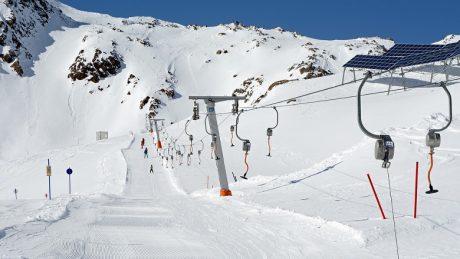 Partir au ski dans le Massif central : 3 stations de choix à considérer